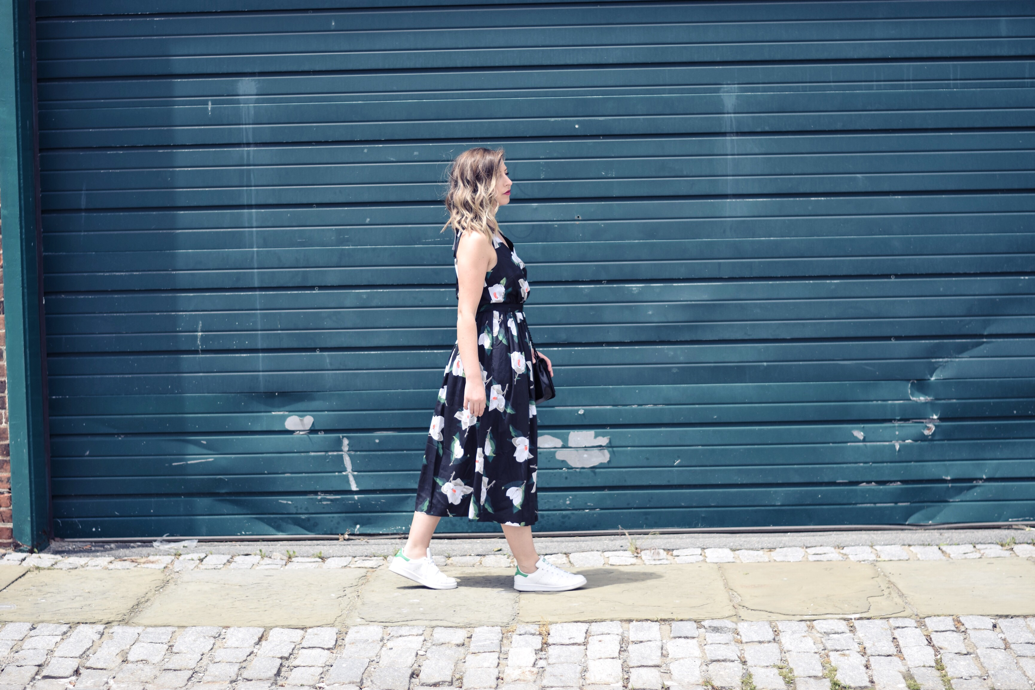 WEAR STAN SMITH SNEAKERS WITH A DRESS